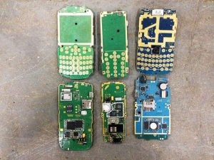 بازیابی طلا از تابلوهای مدار چاپی تلفن های همراه