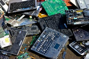 Recycling gold from laptops